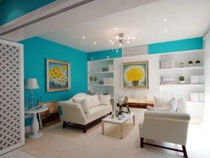 清爽客厅折叠门效果图 白色雕花隔断门图片